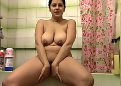 watch mummy in the shower