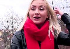 Blonde babe Cayla Lyons deals expert blowjob for cash