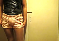 SLut in pink hotpants