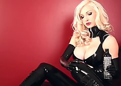 Blonde Babe with black Latex and Ballet Heels 01