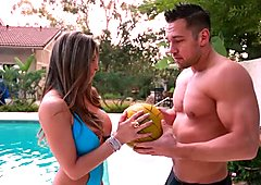 Slutty neighbor chick Rachel Roxxx seduces volleyball player