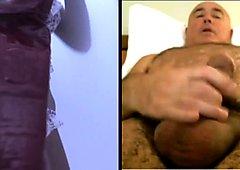 Home es masturba mirant dona a la cabina de platja