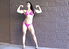 MUSCULAR GIRL SHOWING HER MUSCLES