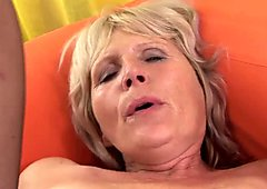 Foxy blonde GILF pleasures a throbbing dong