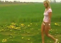 Blonde Heidi von der Alm wird auf Privat Sexparty geil durchgenommen