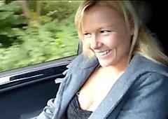 Geile blonde Anhalterin gefickt mit Muschi Besamung