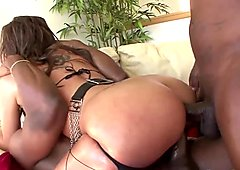 Hot interracial threesome with a luscious bombshell