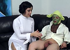 Daisy Haze wanks off yoda with her feet